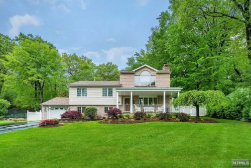 SOLD - 45 Hickory Lane, Waldwick NJ $640,000